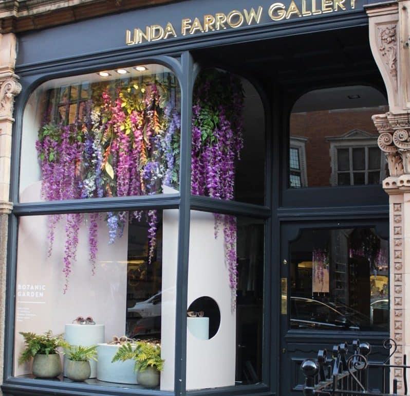 linda-farrow shop front florist
